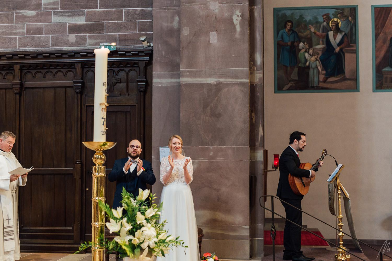 photographe mariage Strasbourg entrée de la mariée église