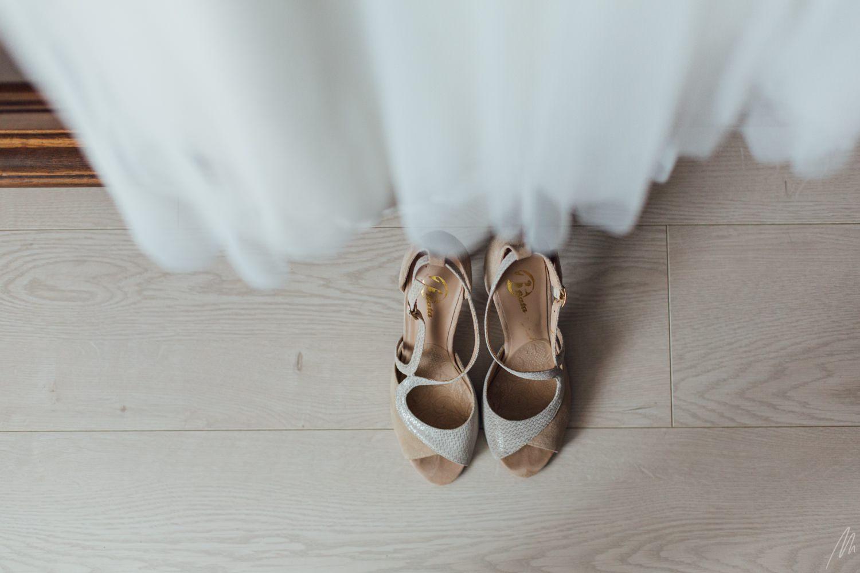photographe mariage détails robe chaussure